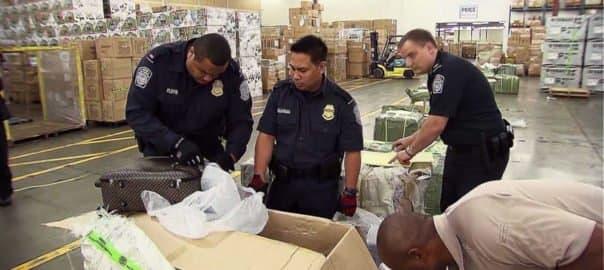 Le CBP inspecte produits et articles interdits ou restreints à l'importation aux États-Unis.